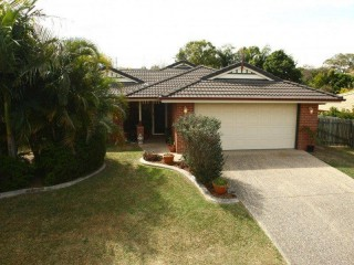 BREAK LEASE - MODERN 4 BEDROOM FAMILY HOME WITH AIR-CONDITIONING