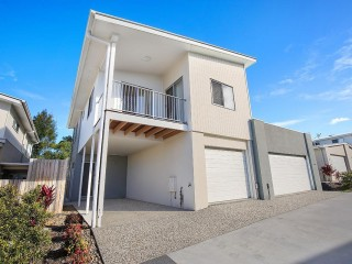 Partly furnished 3 bedroom Townhouse with Single Garage and Carport