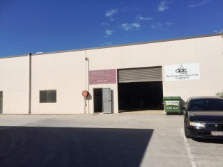 IMMACULATE INDUSTRIAL IN TIGHTLY HELD KUNDA PARK
