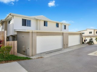 Modern 4 bedroom Townhouse with Double Garage in Brightwater Estate