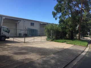 CALOUNDRA WEST  LARGE HIGH CLEARANCE INDUSTRIAL SHED