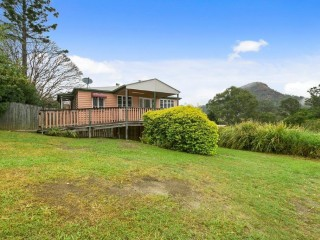 Queenslander Home With Separate Commercial Premises
