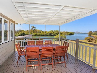 4 bedroom Home with 500 metres of Maroochy River frontage - Pet friendly on Application