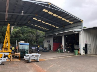 WAREHOUSE WITH HIGH CLEARANCE AWNING