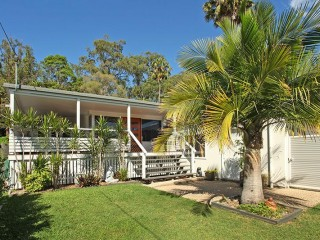 Large 5 bedroom fantastic home close to the beach, Alexandra Headland